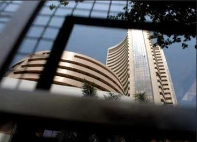 Strategists Urge Investors to Ramp Up Exposure to Indian Equities