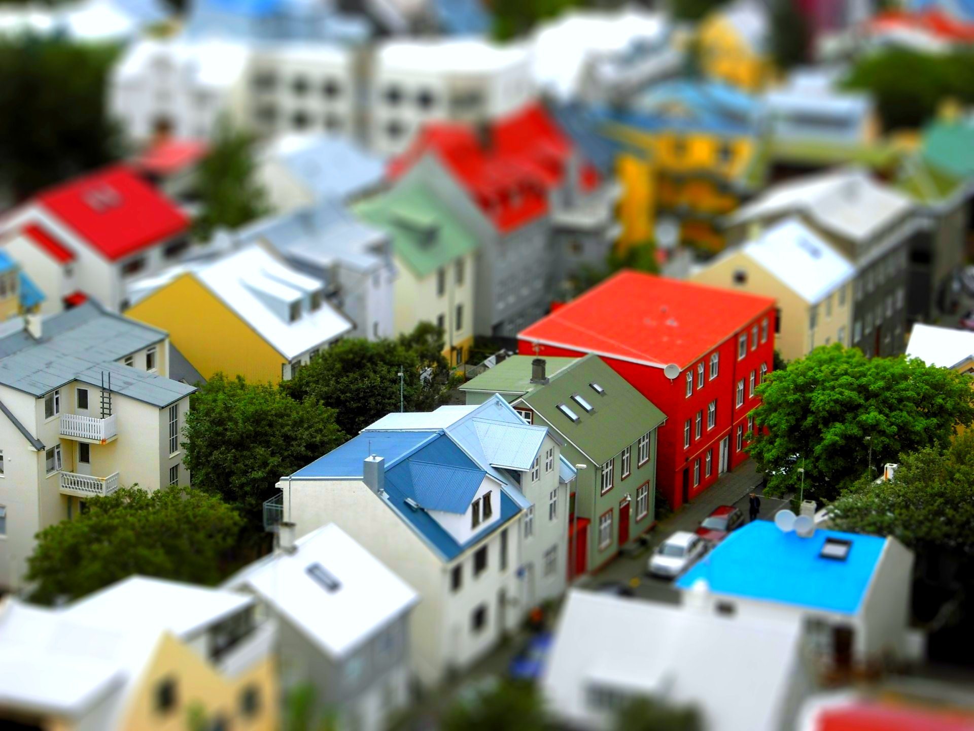 Global residential real estate price growth slows in Q3