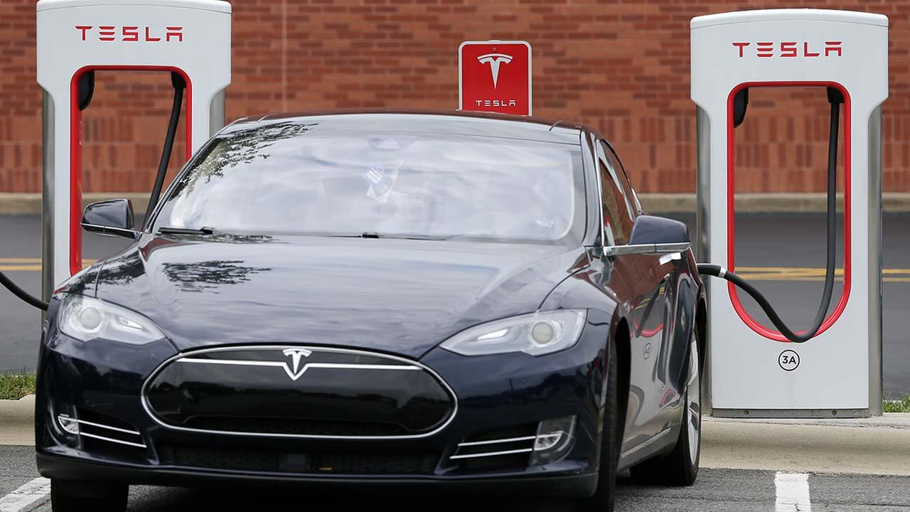 Tesla shares slip; Fund Manager calls electric carmaker a 'hope stock'