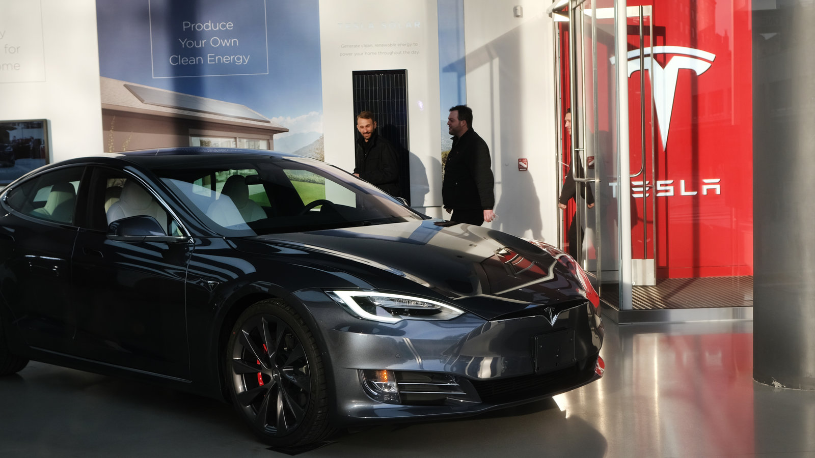 Tesla Stock Price Gains 14%, Leaves Wall Street Analysts Baffled