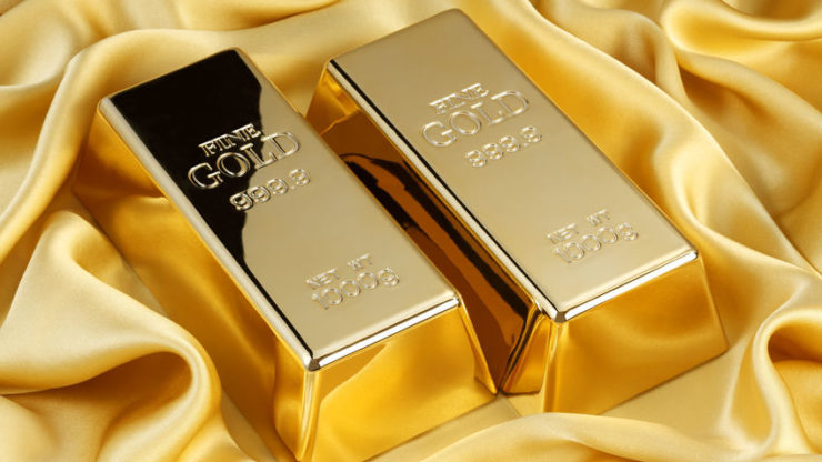 Safe-haven buying pushes gold past seven-year high