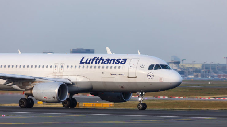 Lufthansa says hundreds of its aeroplanes will remain grounded until 2022 due to COVID-19